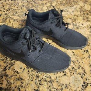 Nike Roshe All Black Size 7 Worn Few Times